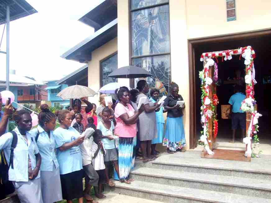 Parishioners Of St Peter Parish Welcome Back The Holy Door In Gizo